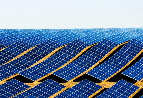 Nagyobb méretű naperőművek mentén szaporodnak a járulékos technikai és ökológiai hasznok is